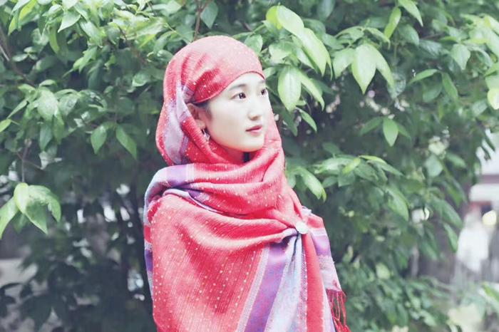 马文秀娇艳的红头巾.jpg